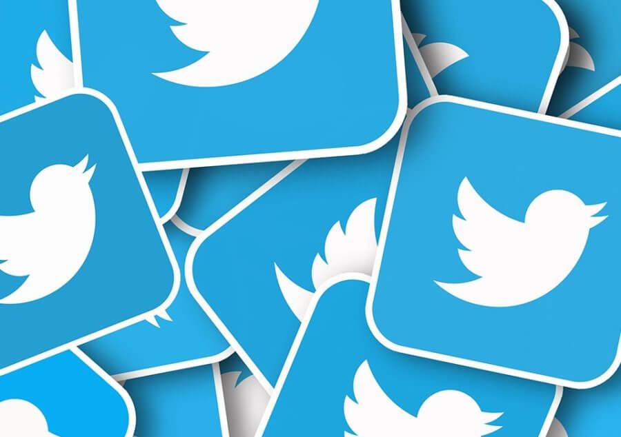 Proběhl masivní útok naprominentní twitterové účty